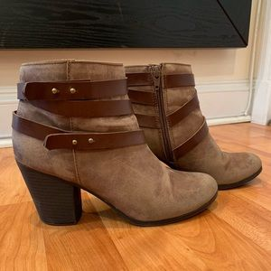 Shoes - Brown boot heels